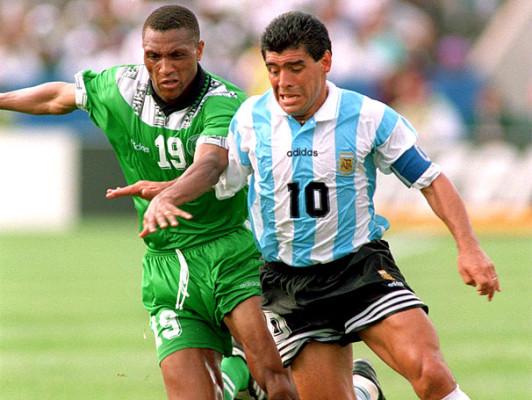 Contra Emenalo. Maradona faria duras críticas à violência nigeriana após o  jogo b041c0b77e28a