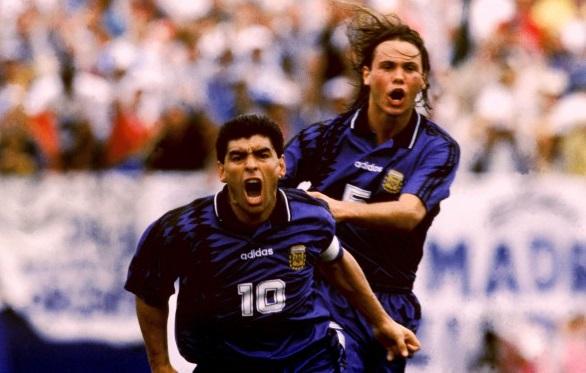 Comemorando com Redondo seu último gol em Copas. E o último pela seleção be035422df51c