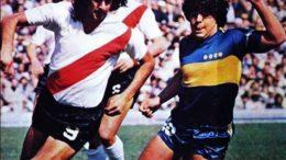 Kempes e Maradona sob o sol vespertino de 27 de setembro de 1981